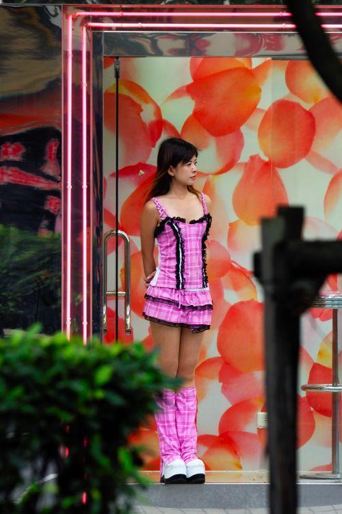 【画像】台湾でビンロウを路上販売するギャル達の衣装がエロ過ぎるwww 43枚 No.14