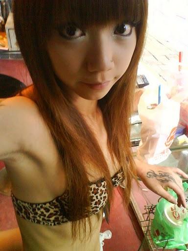 【画像】台湾でビンロウを路上販売するギャル達の衣装がエロ過ぎるwww 43枚 No.22