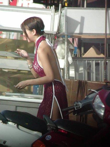 【画像】台湾でビンロウを路上販売するギャル達の衣装がエロ過ぎるwww 43枚 No.40