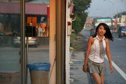 【画像】台湾でビンロウを路上販売するギャル達の衣装がエロ過ぎるwww 43枚 No.42