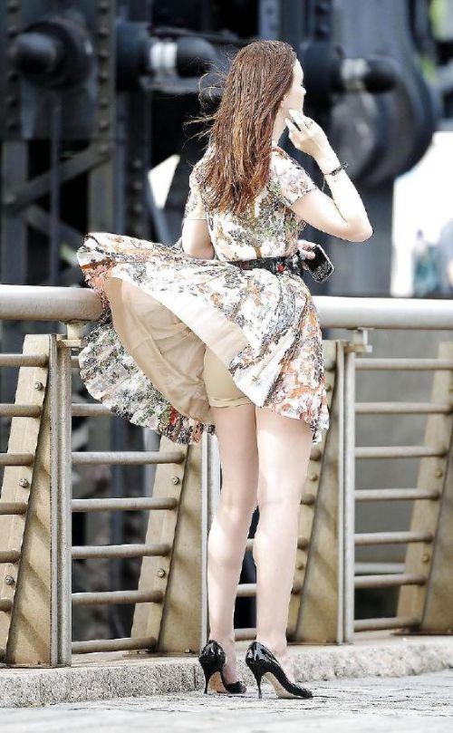 海外女性のスカートがエッチに舞い上がる風パンチラエロ画像 41枚 No.6
