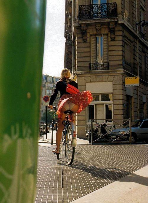 海外女性のスカートがエッチに舞い上がる風パンチラエロ画像 41枚 No.9