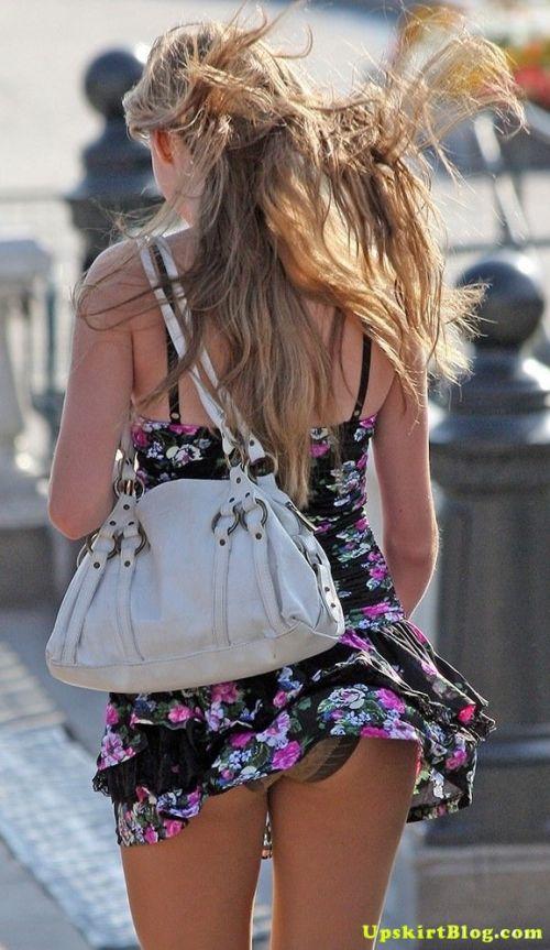 海外女性のスカートがエッチに舞い上がる風パンチラエロ画像 41枚 No.13
