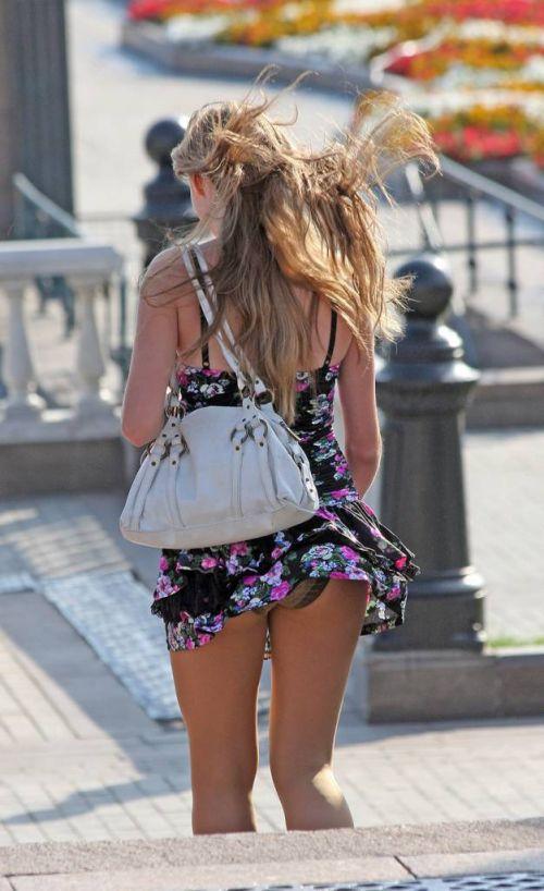 海外女性のスカートがエッチに舞い上がる風パンチラエロ画像 41枚 No.15