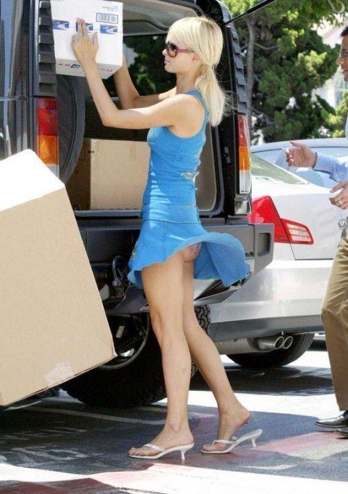 海外女性のスカートがエッチに舞い上がる風パンチラエロ画像 41枚 No.17