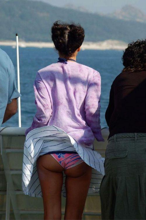 海外女性のスカートがエッチに舞い上がる風パンチラエロ画像 41枚 No.18
