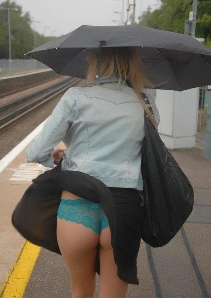 海外女性のスカートがエッチに舞い上がる風パンチラエロ画像 41枚 No.19