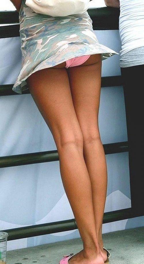 海外女性のスカートがエッチに舞い上がる風パンチラエロ画像 41枚 No.22