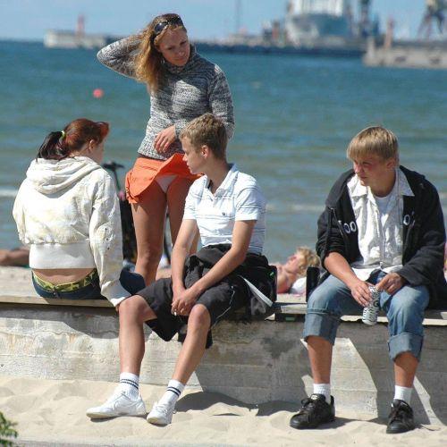 海外女性のスカートがエッチに舞い上がる風パンチラエロ画像 41枚 No.25