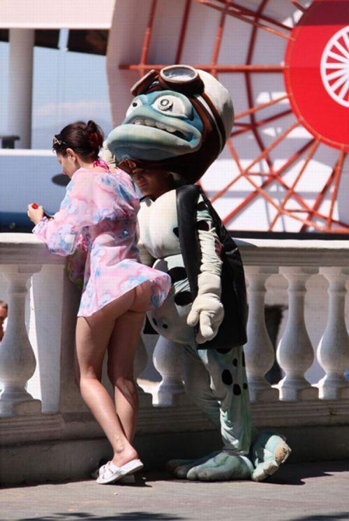 海外女性のスカートがエッチに舞い上がる風パンチラエロ画像 41枚 No.28
