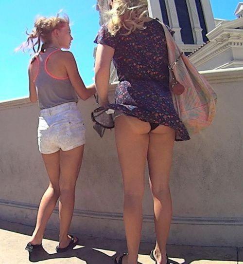 海外女性のスカートがエッチに舞い上がる風パンチラエロ画像 41枚 No.30