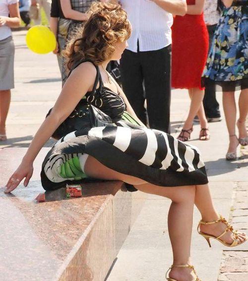 海外女性のスカートがエッチに舞い上がる風パンチラエロ画像 41枚 No.31