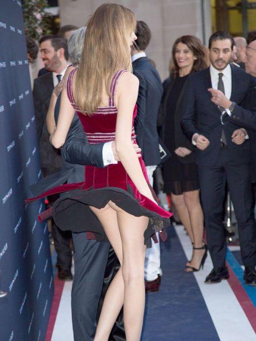 海外女性のスカートがエッチに舞い上がる風パンチラエロ画像 41枚 No.36