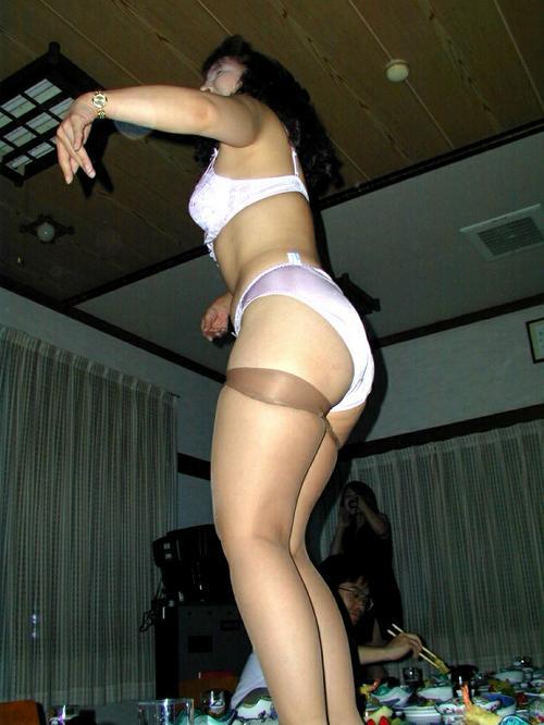 温泉旅館のピンクコンパニオンが宴会でおっぱい・マンコ丸出しで大はしゃぎwww 32枚 No.32