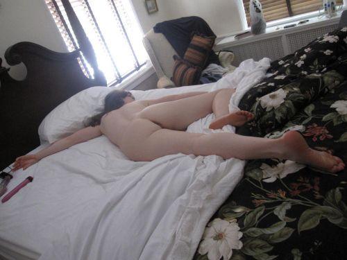 裸族な外国人女性が巨乳やデカ尻丸出しで寝ている盗撮エロ画像 35枚 No.35