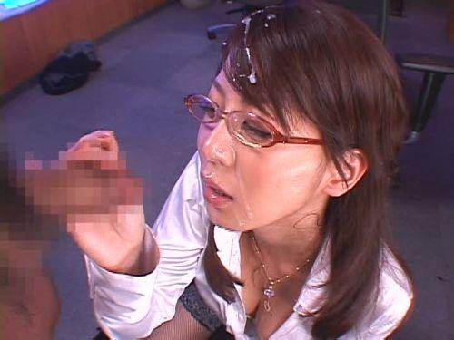 【画像】知的で綺麗なお姉さんの眼鏡にぶっかける達成感は異常www 32枚 No.29