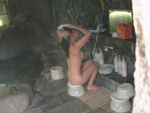 お風呂で髪の毛を洗う女の子を盗撮した洗髪エロ画像 43枚 No.40