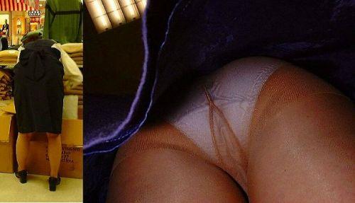 職場で働いてる最中の女性をローアングルから逆さ撮りしたエロ画像 34枚 No.23