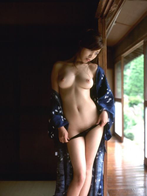 【画像】浴衣が乱れてセクシーなお姉さんのおっぱいエロ過ぎwww 33枚 No.15
