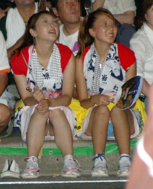 お祭りや花火大会で浴衣姿の女の子の座りパンチラ盗撮画像 36枚 No.6