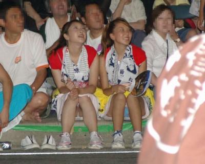 お祭りや花火大会で浴衣姿の女の子の座りパンチラ盗撮画像 36枚 No.32