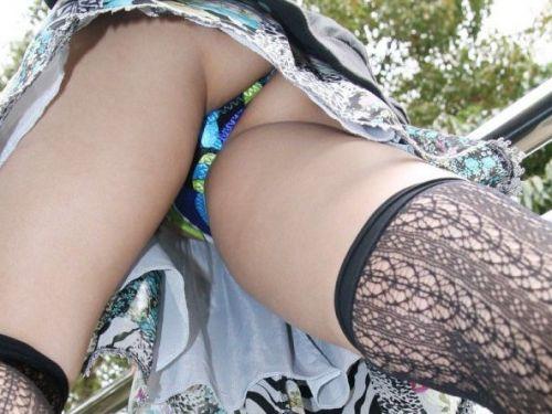 パンストを履いたグラマラス外国人女性のパンチラ逆さ撮り画像 37枚 No.7