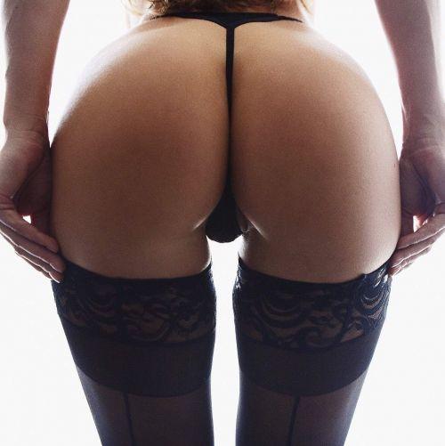 パンストを履いたグラマラス外国人女性のパンチラ逆さ撮り画像 37枚 No.25