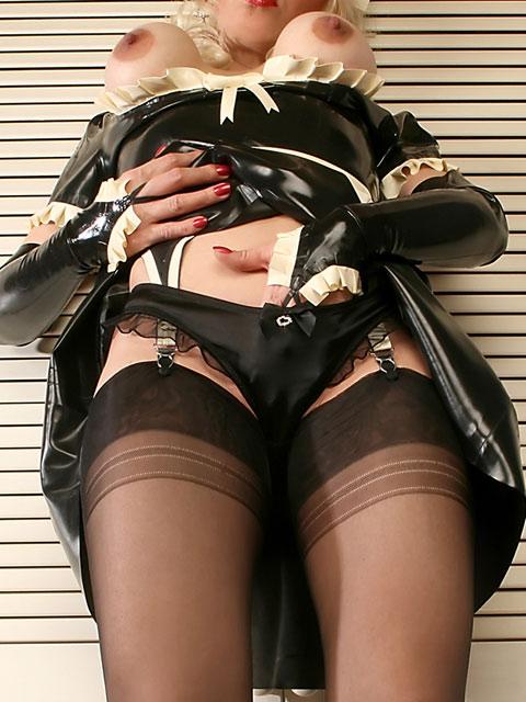 パンストを履いたグラマラス外国人女性のパンチラ逆さ撮り画像 37枚 No.26