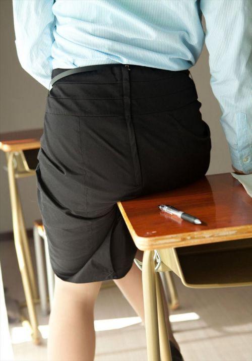 エッチな先生が教室内で生徒にお尻を見せつけるエロ画像まとめ 42枚 No.39