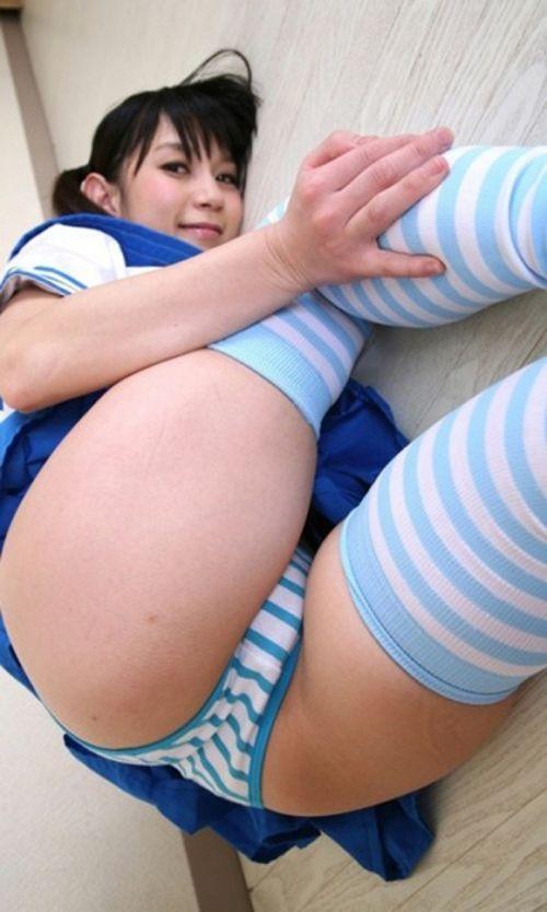 可愛い縞々ニーソを履いた美少女の絶対領域パンチラエロ画像 36枚 No.3
