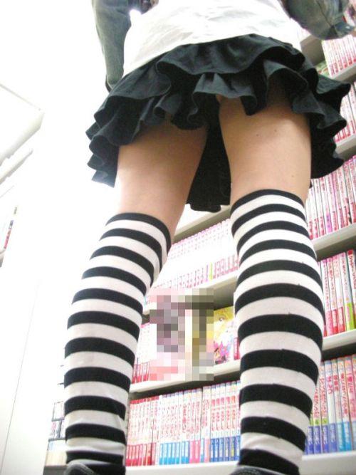 可愛い縞々ニーソを履いた美少女の絶対領域パンチラエロ画像 36枚 No.7
