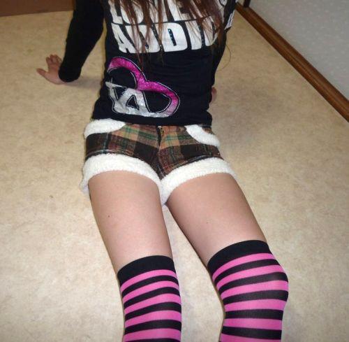 可愛い縞々ニーソを履いた美少女の絶対領域パンチラエロ画像 36枚 No.14