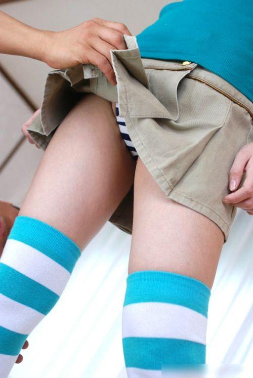 可愛い縞々ニーソを履いた美少女の絶対領域パンチラエロ画像 36枚 No.18