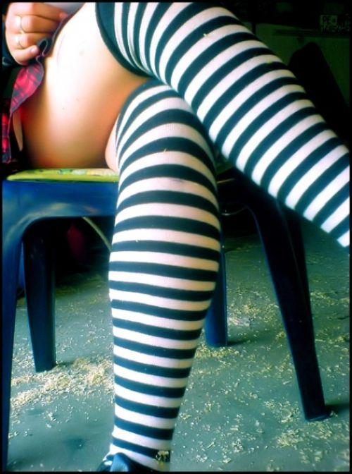 可愛い縞々ニーソを履いた美少女の絶対領域パンチラエロ画像 36枚 No.36
