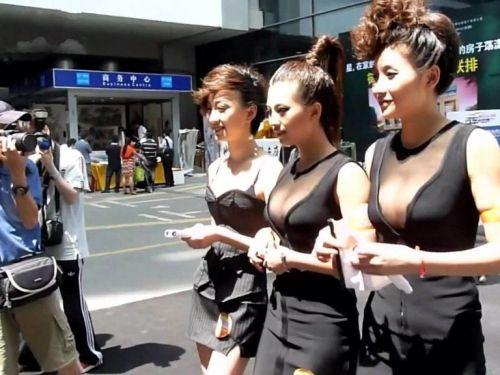 【画像】外国人キャンギャルのムチムチボディとマンスジがエロ過ぎwww 52枚 No.1