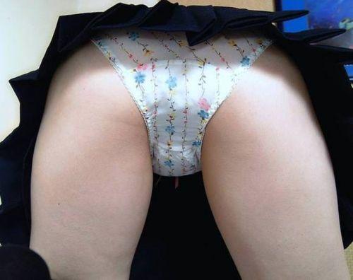 カワイイ柄パンティを履いた女の子の股間に埋もれたくなるエロ画像 38枚 No.14