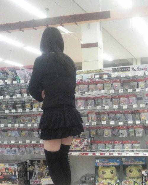 【絶対領域】お店の中のオシャレなニーソ女子限定!ムチムチ太ももエロ画像! 32枚 No.2