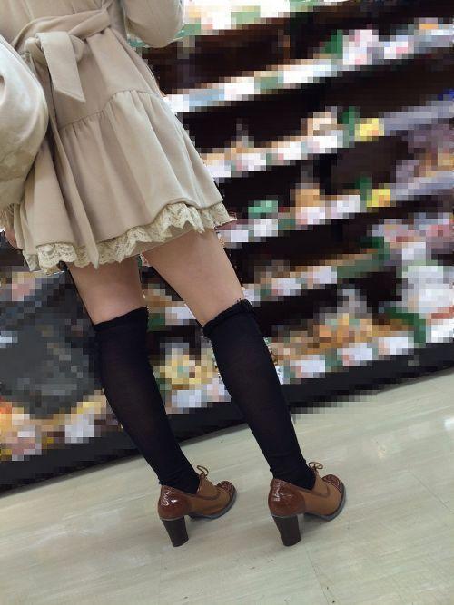 【絶対領域】お店の中のオシャレなニーソ女子限定!ムチムチ太ももエロ画像! 32枚 No.7