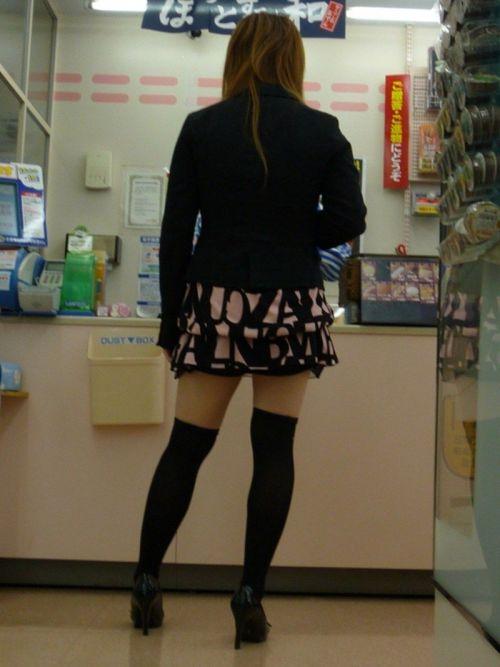 【絶対領域】お店の中のオシャレなニーソ女子限定!ムチムチ太ももエロ画像! 32枚 No.10