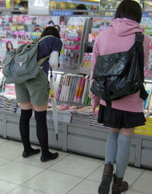 【絶対領域】お店の中のオシャレなニーソ女子限定!ムチムチ太ももエロ画像! 32枚 No.18