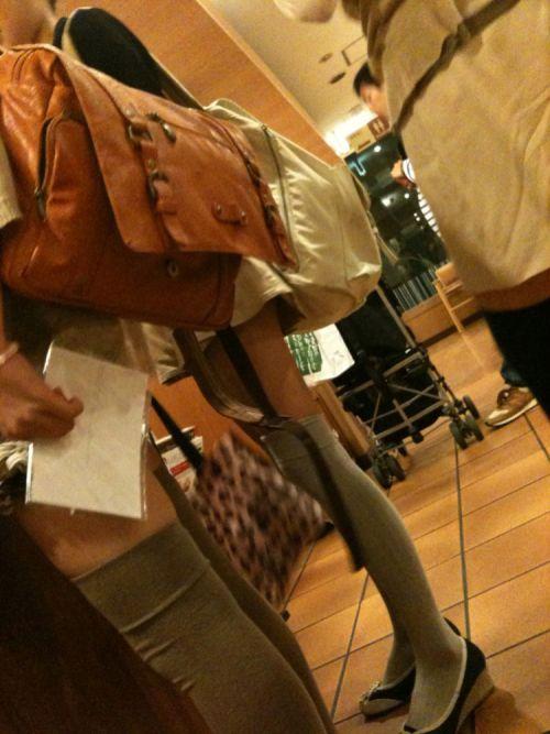 【絶対領域】お店の中のオシャレなニーソ女子限定!ムチムチ太ももエロ画像! 32枚 No.24