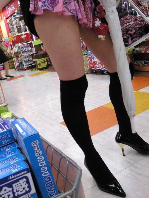 【絶対領域】お店の中のオシャレなニーソ女子限定!ムチムチ太ももエロ画像! 32枚 No.26