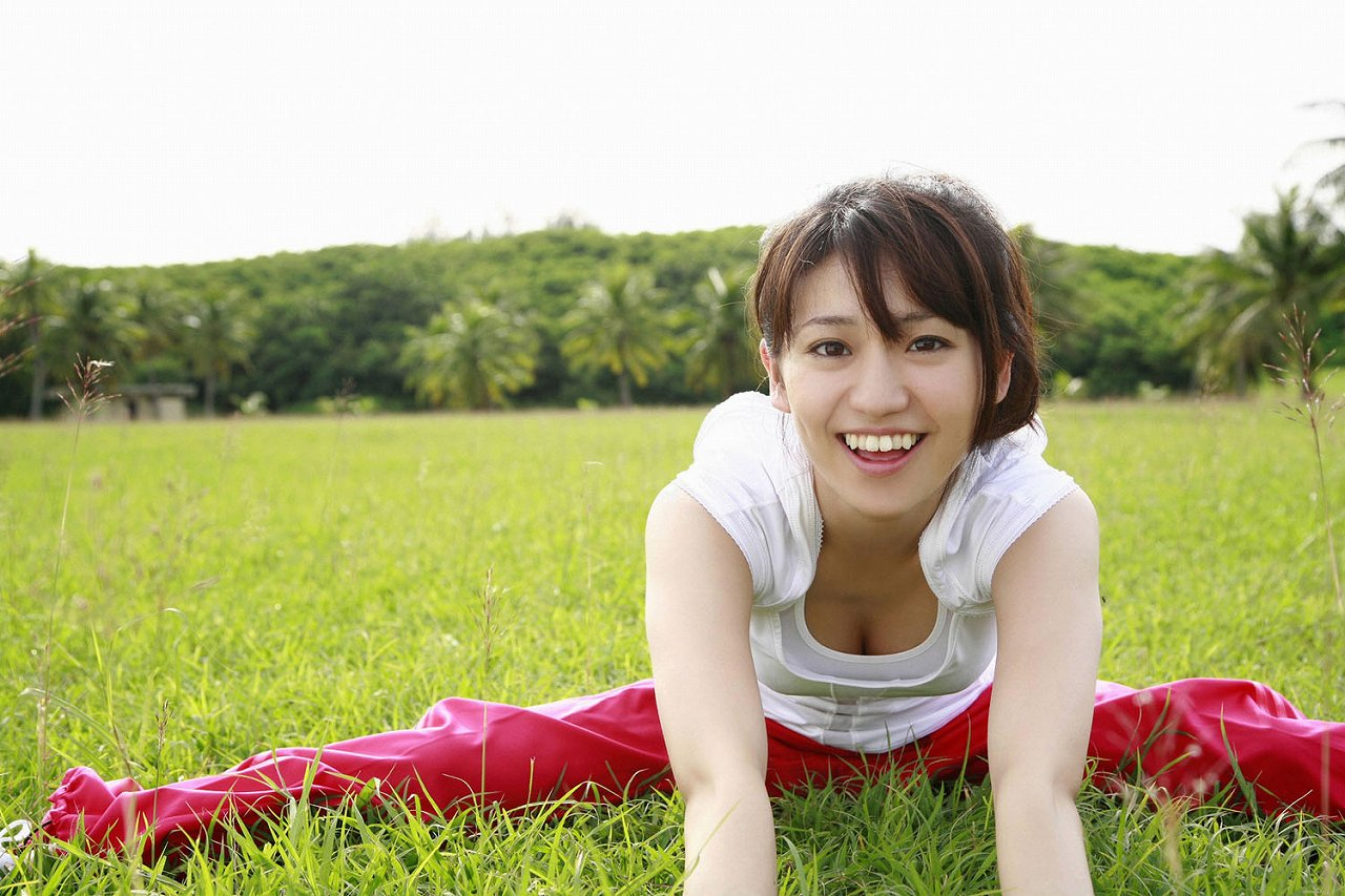大島優子のおひさまのような笑顔と胸チラと太もものえろ写真 177枚