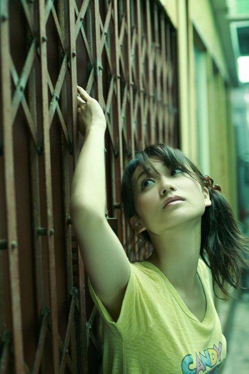 大島優子のおひさまのような笑顔と胸チラと太もものエロ画像 177枚 No.13