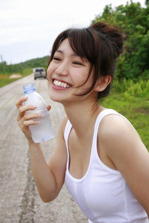 大島優子のおひさまのような笑顔と胸チラと太もものエロ画像 177枚 No.75