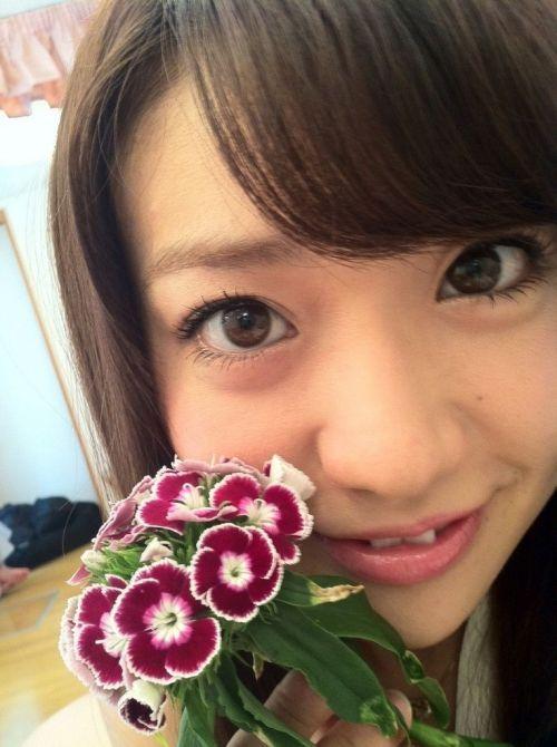 大島優子のおひさまのような笑顔と胸チラと太もものエロ画像 177枚 No.110