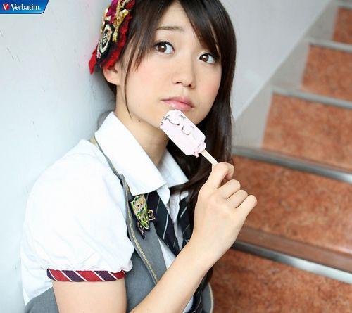 大島優子のおひさまのような笑顔と胸チラと太もものエロ画像 177枚 No.164