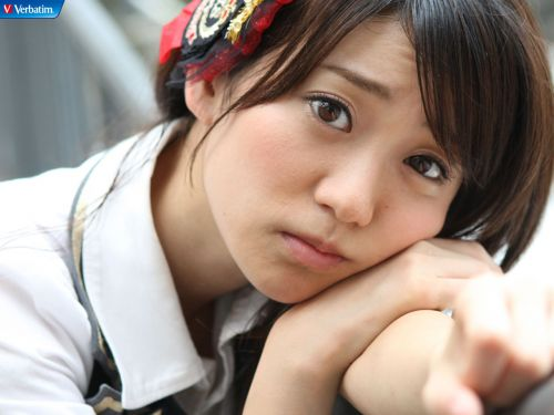 大島優子のおひさまのような笑顔と胸チラと太もものエロ画像 177枚 No.168