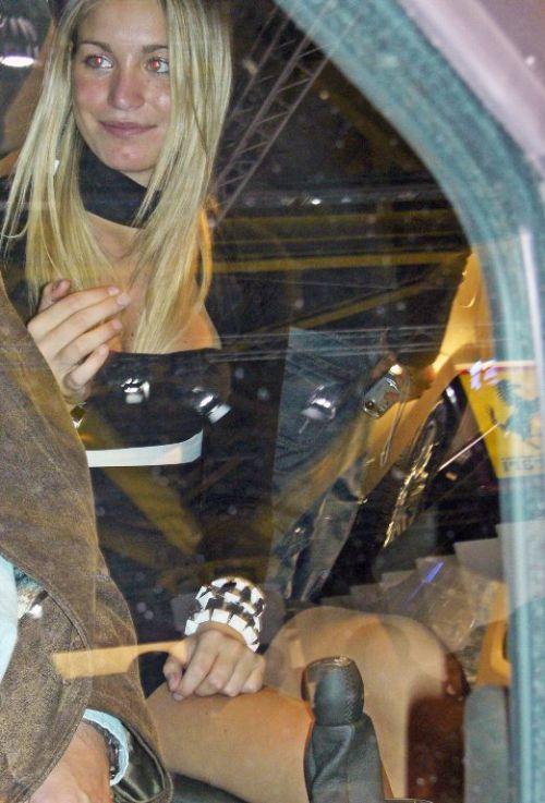 【海外・画像】金髪へそ出しキャンギャルがテンションアゲアゲで健康的エロスだわwww 31枚 No.3