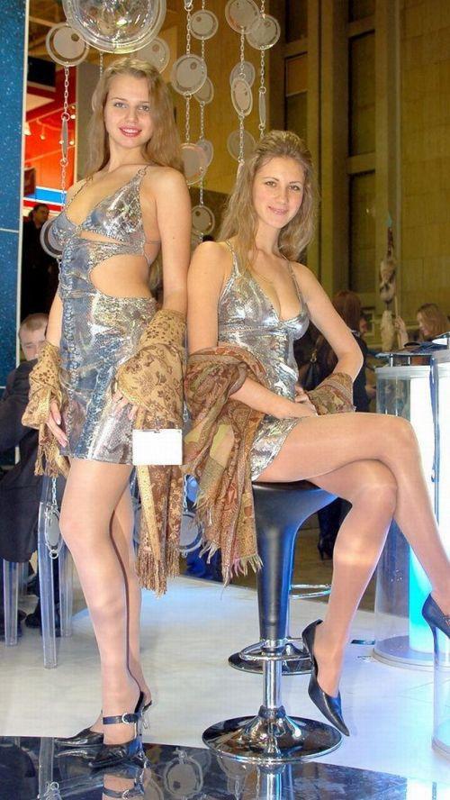 【海外・画像】金髪へそ出しキャンギャルがテンションアゲアゲで健康的エロスだわwww 31枚 No.27